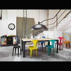 Industrial chair: 13 decorative ideas in metal and wood - diningroom 2019 Industrial Dining, Industrial Metal, Colorful Chairs, Loft Design, Interior Design Kitchen, Home Decor Inspiration, Furniture Design, Vintage Furniture, Dining Table