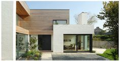 Kathryn Tyler (Grand Designs) beautiful painted bricks and cedar cladding Grand Designs Uk, Grand Designs Houses, Modern Exterior, Exterior Design, Wall Exterior, Residential Architecture, Architecture Design, Cedar Cladding, Brick And Wood