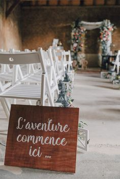 Le mariage de Laure et Romain - Hauts-de-France The marriage of Laure and Romain - Hauts-de-France Wedding Guest Book, Wedding Blog, Wedding Styles, Wedding Ceremony, Wedding Venues, Wedding Day, Wedding Hacks, Dream Wedding, Wedding Signage
