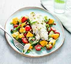 🌿 Cod with cucumber, avocado & mango salsa sala - If you're looking for a healthy lunch bursting with the colours and flavours of summer, this delicious cod, avocado and mango salad is low in fat and calories 🍅 🌿 🍳 ✅ Ingredients Healthy Dishes, Healthy Soup, Healthy Dinner Recipes, Healthy Snacks, Healthy Eating, Healthy Weight, Delicious Recipes, 300 Calorie Meals, Low Calorie Recipes
