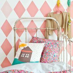 Wallpower ruit - Bibelotte - Behang Ideas Geniales, Recycled Furniture, Color Rosa, Wardrobe Rack, Kids Room, Toddler Bed, Recycling, Blanket, Pattern