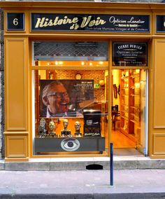 Check out this beautiful new window display at retail shop, Histoire d'y Voir, in Bordeaux, France! Amour!