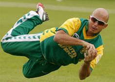"""Former South African opener Herschelle Gibbs says he is ready to """"explode"""" during the Champions League main tournament which starts tomorrow in Centurion. Test Cricket, Cricket Sport, Live Cricket, Cricket Match, Indian Cricket News, History Of Cricket, Latest Sports News, Champions League, African"""