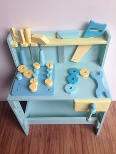 Bancada de Ferramenta Infantil Menino Wooden Tool Boxes, Eco Friendly Toys, Montessori Toys, Paper Crafts For Kids, Wood Toys, Diy Toys, Diy Projects To Try, Kids Gifts, Kids Christmas