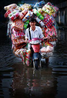 Snack seller . Vietnam