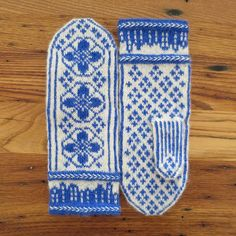 Deflt-Inspired (June) Mittens by katbaro, free pattern & chart