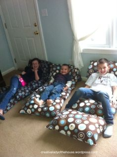 Pillow Beds tutorial ... she mad 6 total for her grandkids... what a project for the kids to sit comfortably on the ground at family gatherings.  :)  http://creativeladyofthehouse.wordpress.com