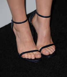pretty toes & strappy heels! #strappysandalsheels