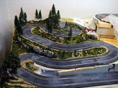 3 lane slot car track with scenery slot car track ideas for Decoracion circuitos slot