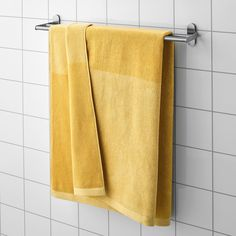 A terry towel in medium thickness that is soft and highly absorbent (weight 500 g/m²). A soft cotton absorbant towel.