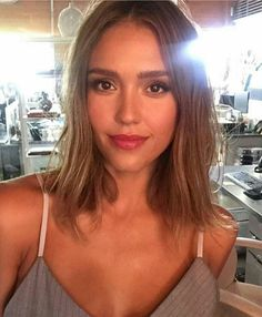 Length and colour~ Jessica Alba Jessica Alba Haar, Jessica Alba Makeup, Jessica Alba Style, Jessica Alba Short Hair, Jessica Alba Hairstyles, Olivia Culpo, Jamie Chung, Rosie Huntington Whitely, Haircut And Color