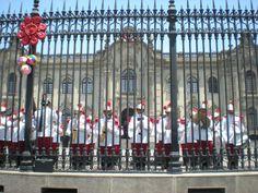 Cambio de guardia en el Palacio de Gobierno del Perú, en Lima