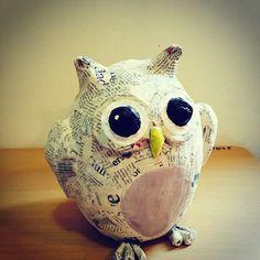 Owl paper mache - Diy and craft Paper Clay, Diy Paper, Paper Art, Paper Mache Mask, Paper Mache Sculpture, Paper Mache Projects, Paper Mache Crafts, Paper Mache Animals, Paper Mache Letters
