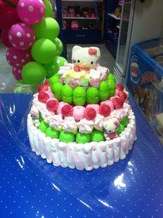 Hello Kitty está de moda, de esto no tenemos ninguna duda. Como muestra, esta tarta de nuestros compañeros de Dulce Diseño Almeria.