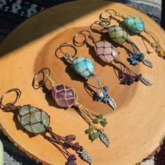 Eco-Arte HandMade Eco-Arte HandMade The post Eco-Arte HandMade appeared first on Schmuck ideen. Macrame Jewelry, Crystal Jewelry, Wire Jewelry, Jewelry Crafts, Jewelery, Handmade Jewelry, Crystals And Gemstones, Stones And Crystals, Macrame Projects