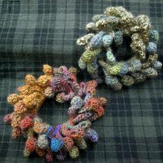 フリンジのシュシュの作り方|編み物|編み物・手芸・ソーイング | アトリエ|手芸レシピ16,000件!みんなで作る手芸やハンドメイド作品、雑貨の作り方ポータル
