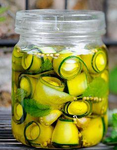 courgette mariné. Des recettes de conserves pour les légumes et fruits de votre potager et de votre verger : lacto-fermentation, stérilisation, sel, sucre, huile, vinaigre