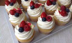 Cupcakes s ovocem a jogurtovým krémem