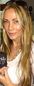 Virginia Hey (1952-) is an Australian actress known for her role as Pa'u Zotoh Zhaan on the science fiction TV series Farscape. A certified natural therapist, Hey has her own company, White Flower Lei for her own perfumes and soaps and she also teaches meditation. She has no children. #childless #childfree #nomorolemodels
