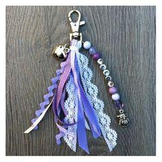 Sieraden, Lila sleutelhanger met lintjes en naam