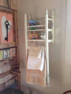 DIY Interior Decoration for small rooms - 20 space-saving decoration ideas - DIY shelf idea Storage Diy Interior, Interior Design, Interior Decorating, Repurposed Furniture, Diy Furniture, Painted Furniture, Bathroom Furniture, Furniture Projects, Bathroom Chair