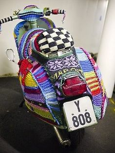 The List – Pimp My Scooter – A unique Vespa photo gallery. Knit Art, Crochet Art, Funny Crochet, Guerilla Knitting, Lambretta, Extreme Knitting, Yarn Bombing, Freeform Crochet, Mini Bike