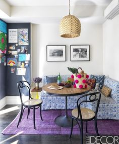 Banquette seating never fails to add a cozy vibe to a room. Whether you're partial to statement decor or prefer to keep your dining space chic and understated, this roundup of banquette seating ideas is sure to inspire you. Sweet Home, Dining Nook, Kitchen Dining, Kitchen Banquette, Kitchen Seating, Condo Kitchen, Cabin Kitchens, Kitchen Tables, Dream Kitchens
