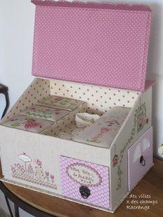 Un si joyeux anniversaire ! Scrapbook Box, Scrapbooking, Cardboard Crafts, Paper Crafts, Origami, 3d Craft, Fabric Boxes, Sewing Box, Xmas Crafts