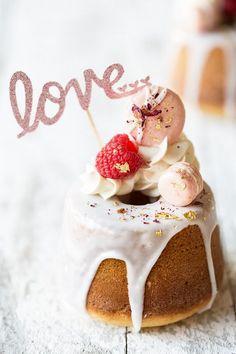 Mini Vanilla Rose Cake | Bakers Royale