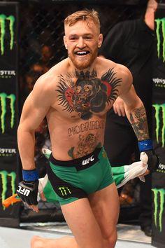 La sonrisa de McGregor tras ganar en 13 segundos y convertirse en campeón de la divisón