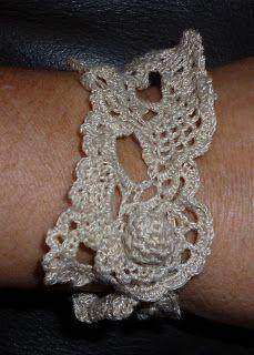 Plaidipus mound: free form crochet bracelet