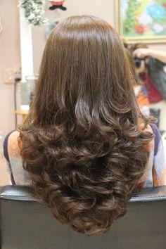 New hair 2018 medium long ideas Haircuts For Long Hair With Layers, Haircuts Straight Hair, Long Hair With Bangs, Long Layered Hair, Long Hair Cuts, Short Haircuts, Vintage Hairstyles, Pretty Hairstyles, Hairstyles Videos