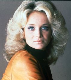 Barbara Mandrell is GORGEOUS