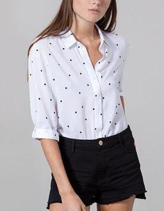 Na Stradivarius encontrarás 1 Camisa estampada para mulher por apenas 15.95 €…