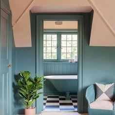 Monday morning colour pop! . Beautiful design by @2lgstudio and photography by @megantaylorphoto via @farrowandball . #homebuilding #regram #interiorsandhome #design #interiors #idea #sunshine #bathtime #bathroomdecor #bathroomideas #home #homesweethome #interiordetails #instainspo #calm #relax #bright #apartmenttherapy #blue #remodel #diy #decorationideas