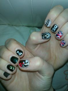 James Bond 007 nail art