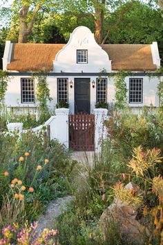 Chelsea Flower Show 2018 - Jonathan Snow - Landscape and Garden Design Dutch Gardens, English Country Gardens, Kings Garden, Chelsea Flower Show 2018, Cape Dutch, African House, Dutch House, Dutch Colonial, Cabins And Cottages