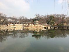 경복궁 내 향원정과 취향교.