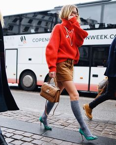 """3,966 Synes godt om, 54 kommentarer – EMILI SINDLEV (@emilisindlev) på Instagram: """"Me on my way to the supermarket Photo by @thestreetpie"""""""