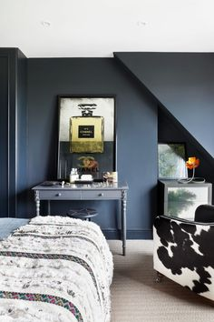 Stylish Grey Bedroom Ideas: The Best Grey Bedroom Ideas & Inspiration Grey Bedroom Furniture, Gray Bedroom, Glamour Living Room, Living Room Decor, Bedroom Accessories, Cheap Home Decor, Bedroom Ideas, Deco Interiors, Jazz Age