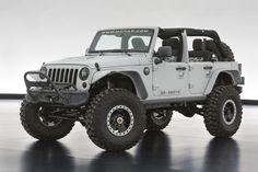 The Jeep Wrangler Mopar Recon debuted at the 2013 Easter Jeep Safari. The vehicle boasts a 6.4-litre 470hp HEMI V-8 crate engine mated to a five-speed automatic transmission.