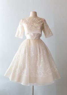 Xtabay Vintage Clothing Boutique - Portland, Oregon: Dress Archive, May 2019 Thr. - Xtabay Vintage Clothing Boutique – Portland, Oregon: Dress Archive, May 2019 Through June 2019 Source by unbirthdayyy - Vintage Style Outfits, Vintage Dresses, 1950s Dresses, 1950s Fashion, Vintage Fashion, Club Fashion, Petite Fashion, Fashion Tips, Pretty Dresses