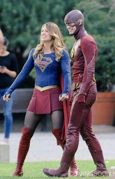 Flash & Supergirl Worlds Finest