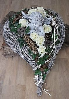 Grave arrangement, grave decoration, All Saints Day, Sunday of the Dead, gesture … – World of Flowers Grave Flowers, Funeral Flowers, Arte Floral, Cemetery Decorations, Christmas Wreaths, Christmas Decorations, Funeral Flower Arrangements, Memorial Flowers, All Saints Day