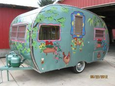Adorable little trailer Tiny Trailers, Vintage Campers Trailers, Retro Campers, Vintage Caravans, Camper Trailers, Boler Trailer, Camping Vintage, Vintage Rv, Vintage Airstream