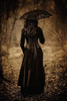 Gothic & Femininity : Photos Source : gothic-and-beautiful