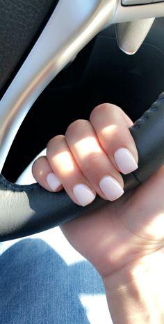 Short acrylic nails are great if you are looking for a remarkable nail style. We have gathered 50 best short acrylic nail designs. Check them out! Dipped Nails, Powder Nails, Nude Nails, Coffin Nails, Nail Polish Colors, Polish Nails, Nuetral Nail Colors, Trendy Nails, Wedding Nails