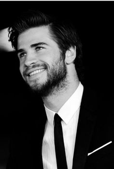 hunger games, liam hemsworth, and black and white Bild