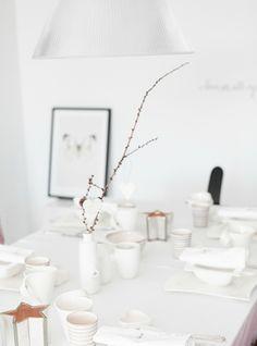 100 Christmas ideas - 5 themes - White table setting idea, White Christmas, Christmas table setting from forever love // passionshake