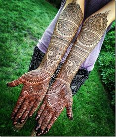Rajasthani Mehndi Designs photos are present on this article. Rajasthani mehndi is also called as mirror reflecting art. Latest Bridal Mehndi Designs, Wedding Mehndi Designs, Best Mehndi Designs, Tattoo Designs, Hena Designs, Wedding Henna, Mehendi, Henna Mehndi, Hand Henna